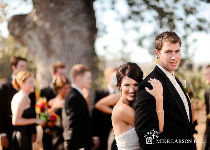 A grande maioria das vezes que vemos catálogos de noivas encontramos noivas incríveis magras&altas. Atendendo a pedidos de várias noivinhas fizemos uma seleção de vestidos para noivas baixinhas!