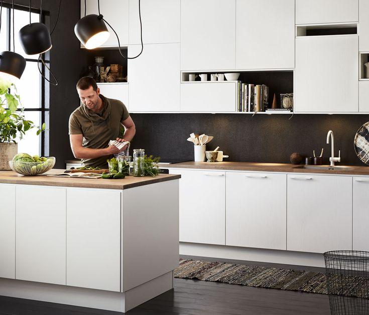 """מטבח מודרני, מרוכך ע""""י משטי עץ ושטיח"""