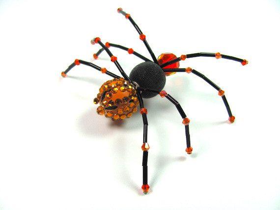 Hey, diesen tollen Etsy-Artikel fand ich bei https://www.etsy.com/de/listing/245343405/hanging-beaded-spider-crystal-spider