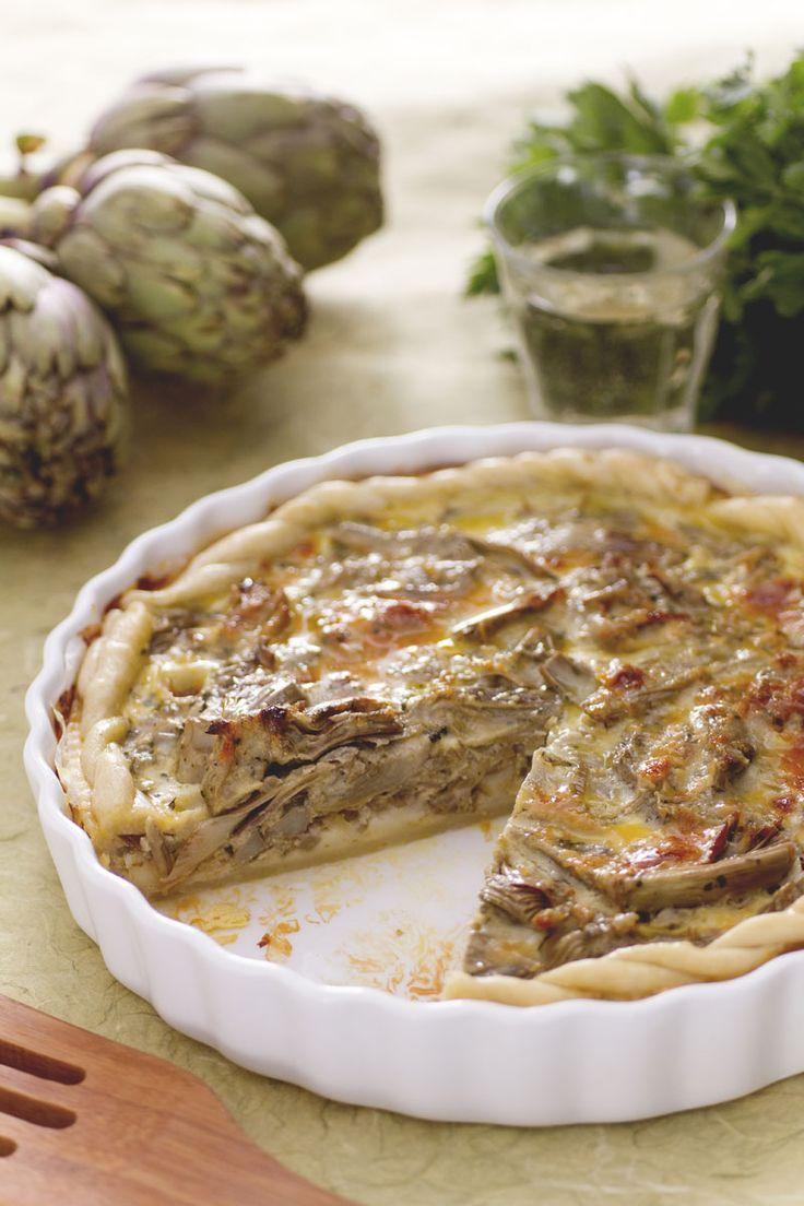 torta salata con carciofi, filetti di acciughe e cubetti di scamorza