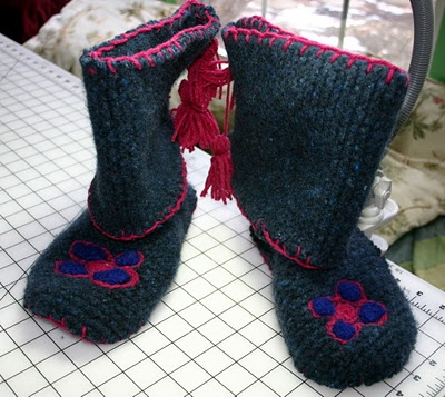 Mukluk Knitting Pattern : 1000+ images about DIY Moccasins & Shoes on Pinterest Wool, Baby bootie...