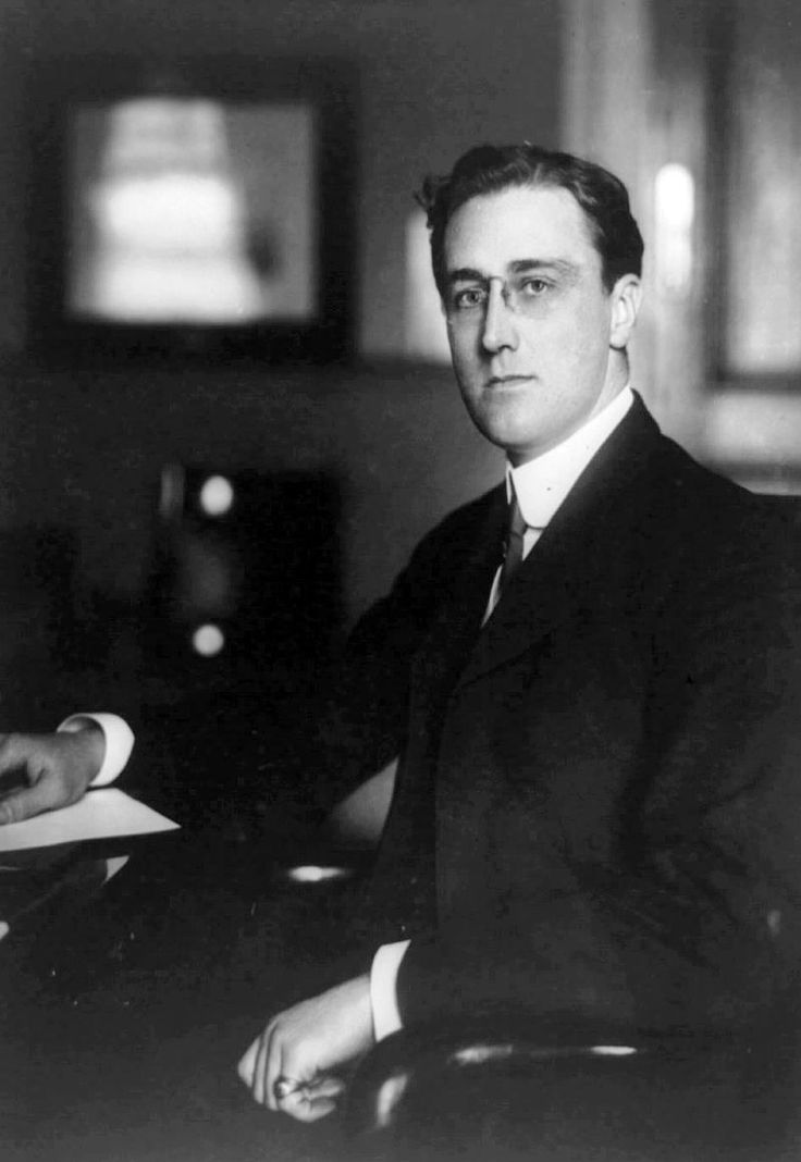 Franklin Roosevelt Secretary of the Navy 1913 - Franklin Delano Roosevelt - Wikipedia