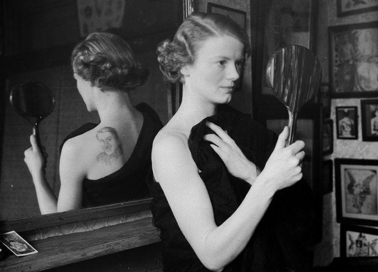 Sono immagini tratte dall'archivio storico del Getty Images. Un viaggio nel tempo: 1928-1964. Londra scopre l'arte del tatuaggio.