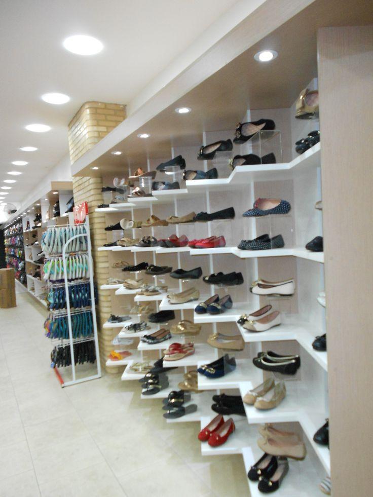 Projeto de marcenaria para loja de sapatos, bolsas e acessórios