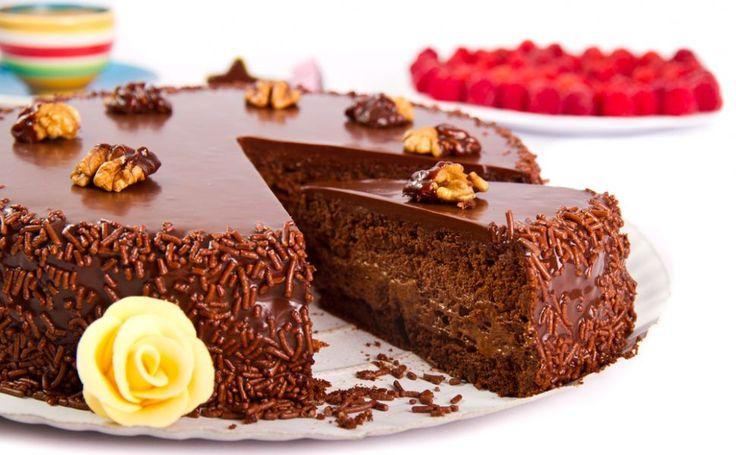 Reteta tort cu ciocolata si alune. Impresioneaza-ti invitatii cu un desert savuros