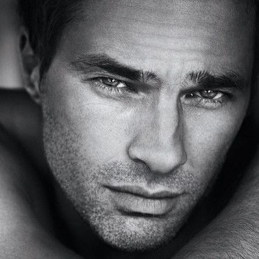 Photo de charme : Olivier Martinez sexy pour le parfum Yves Saint-Laurent