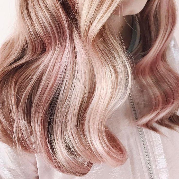 Si può giocare con una tonalità rosa per dare profondità a una chioma dai riflessi biondi: «L'estate è il momento gusto per giocare con le tonalità pastello e le dissolvenze».
