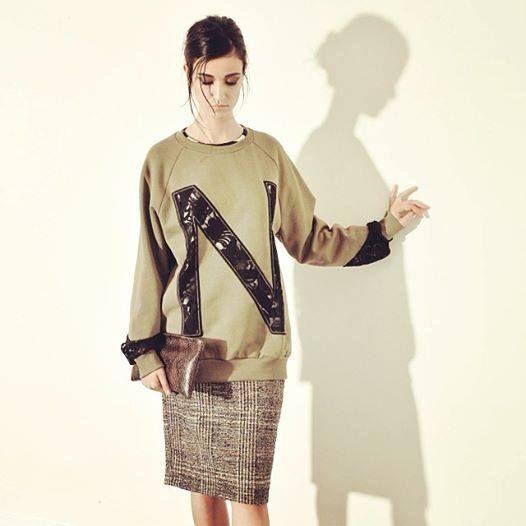 Brushed cotton sweatshirt with logo and bottom-sleeve lace, neck and shoulder madonna Raglan.  Pencil skirt with regular life, Tartan pattern.