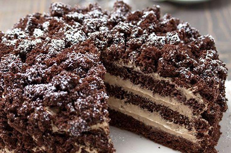 La torta mimosa al cioccolato è una nuvola di golosità pronta per il vostro pranzo pasquale. Preparatela il giorno prima, sarà ancora più buona!