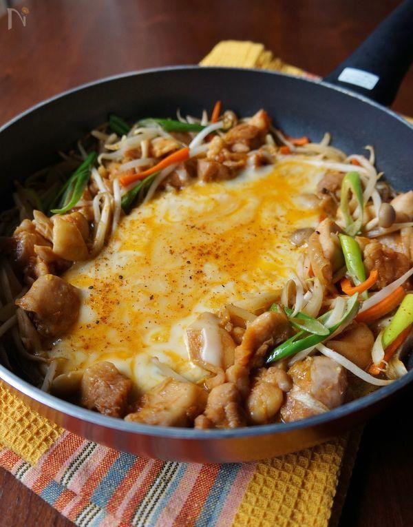 今人気のチーズタッカルビを、大人用に豆板醤と唐辛子を加えてピリ辛に仕上げました。
