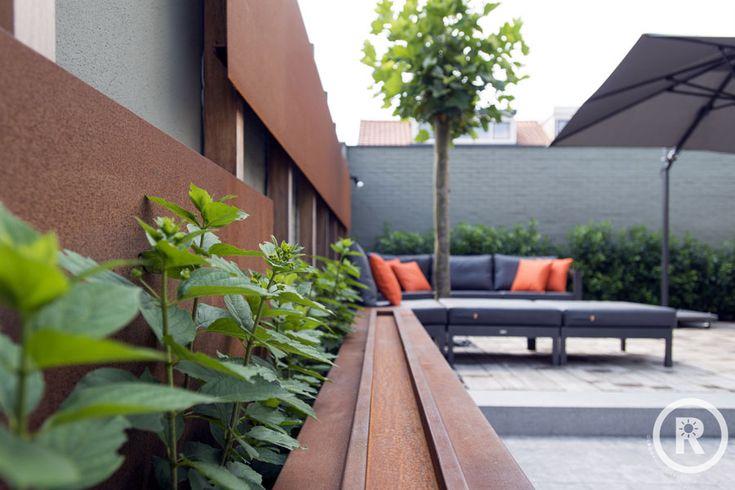Tuininspiratie De Rooy Hoveniers Kleine strakke tuin cortenstaal loungeset Made