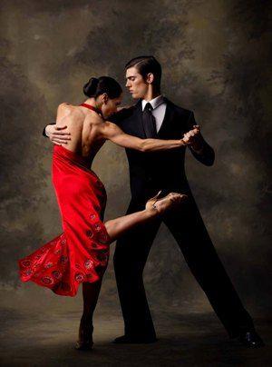 Em infinitas possibilidades de dois para lá, dois para cá, com floreios, giros, reviravoltas o Tango é dançado ... cor, som, ar em movimento, vibe. Um pegar/largar, puxar/soltar, deixar ir .......... http://gaaata.tumblr.com/