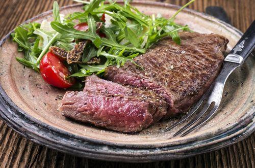 Antrykot najczęściej smażony jest na patelni, grillu czy też ruszcie. Po uprzednim podsmażeniu można go również dusić.
