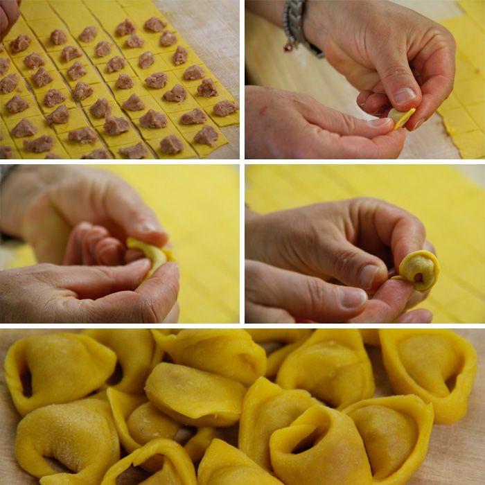 """fazendo tortellini - """"Itália: Aprendendo a Fazer Massa Fresca com as Mamas Italianas em Bolonha"""" by @AprendizViajante"""
