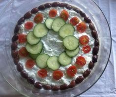 Griechischer Schichtsalat / Den üblichen Schichtsalat mit viel Mayo und Eisbergsalat mag ich überhaupt nicht, aber griechischer Schichtsalat ist gut! @ de.allrecipes.com