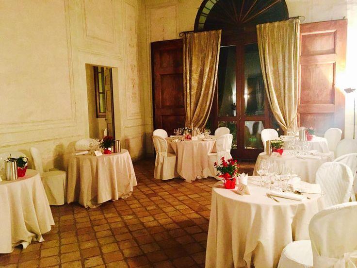 La sala da pranzo di Villa Rota decorata per un banchetto serale #dovevuoicatering #staff #Bianconi #villarota