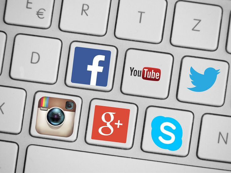Social Media: Joining the Networks or Staying Offline