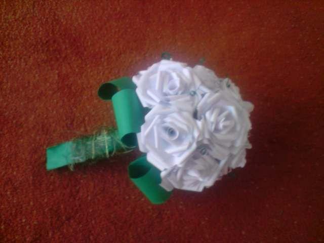 Floraria handmade ... cu flori din hartie: 1 . Buchet de flori din trandafiri albi , realizati handmade din hartie
