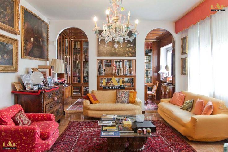 Продажа Квартира в Милане элегантном доме с консьержем, продаются роскошные