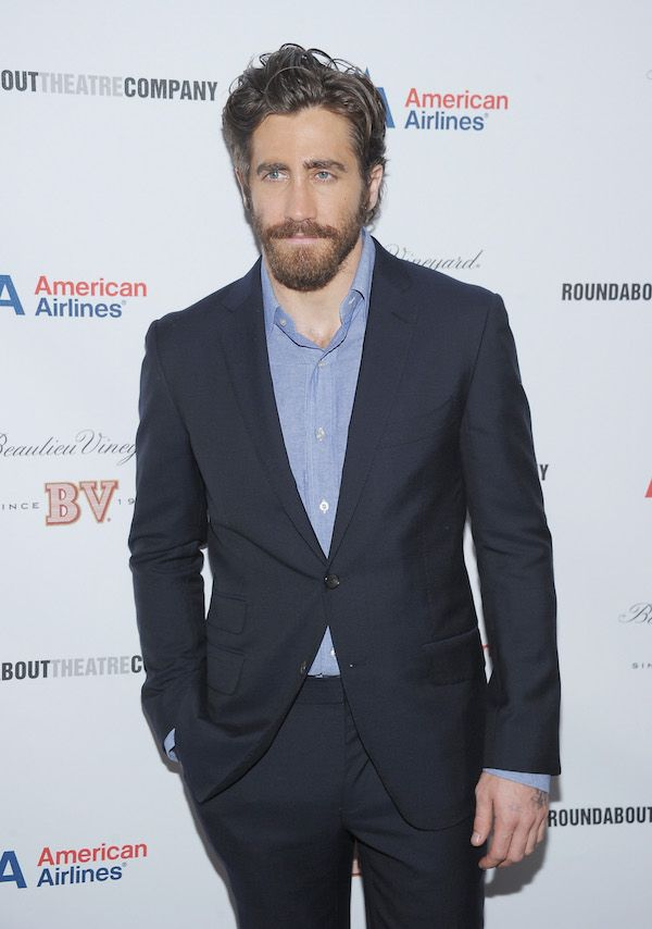 Jake Gyllenhaal Adding A Messy Touch To His Slick Style Celebritybeards Men S Messy