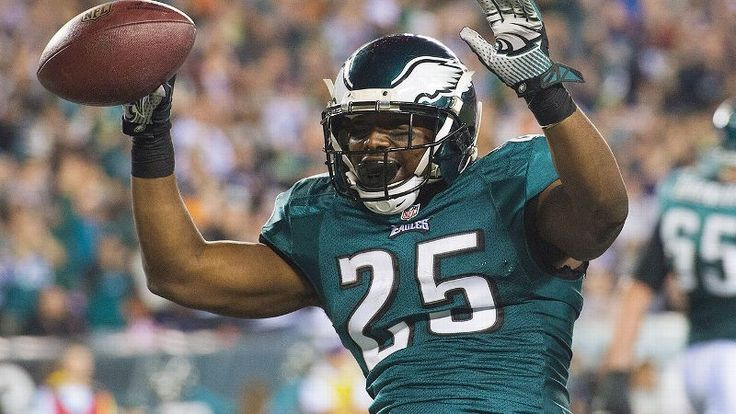 Who should be the No. 1 overall pick in your draft? According to the Williams sisters from Her Fantasy Football, Eagles RB LeSean McCoy is t...