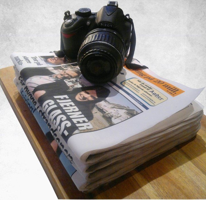 Nikon & newspaper cake. I absolutely love this   Chocolate cream cheese, Sculpted cakes, Edible photo cake