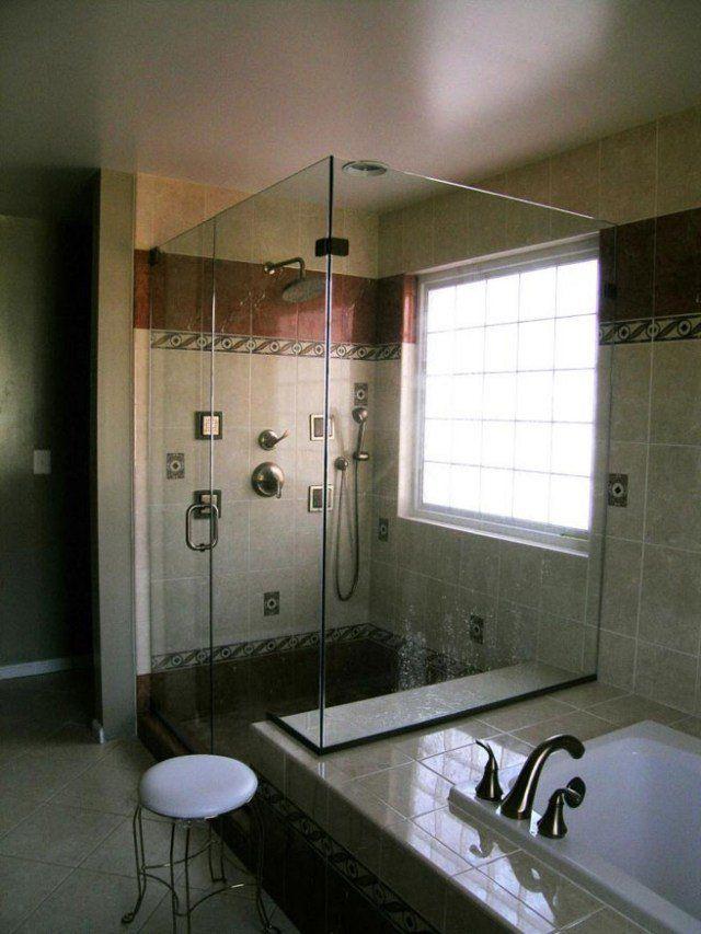 douche à l'italienne avec une belle décoration murale