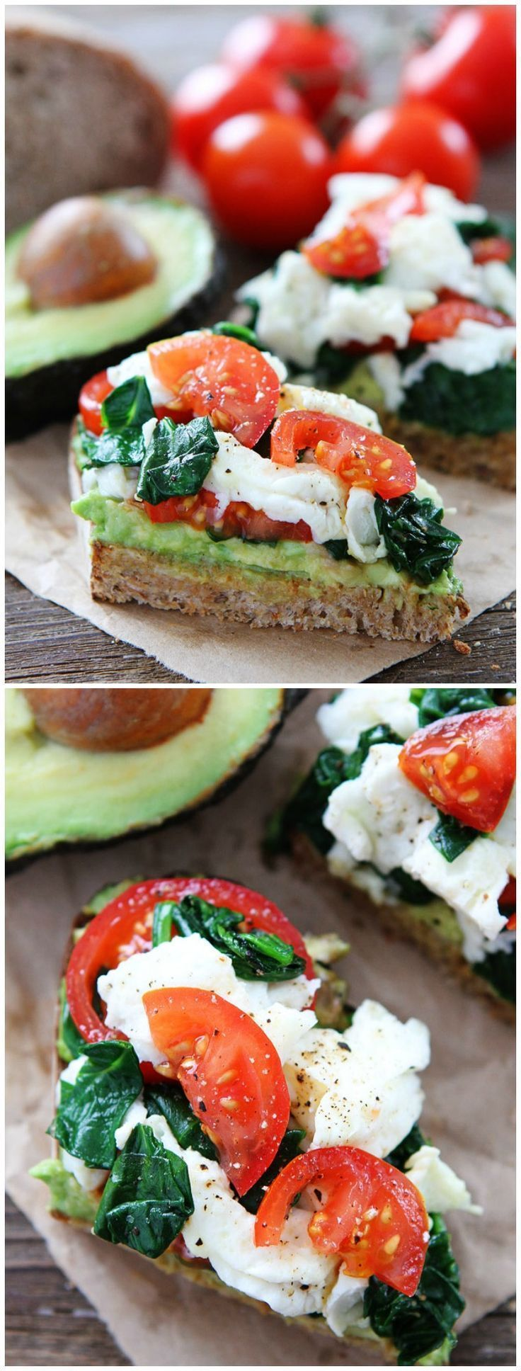 (Tostada de palta con huevos, espinaca y tomate) Avocado Toast with Eggs, Spinach, and Tomatoes. Recipe on http://twopeasandtheirpod.com