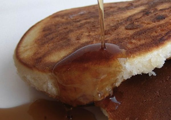 Swap the Bisquick For This Quick and Easy Pancake Mix That Lasts 2 Months : TreeHugger