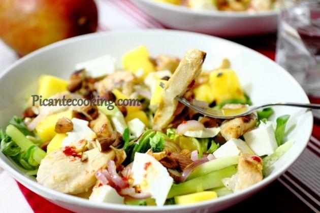 Салат з куркою та манго