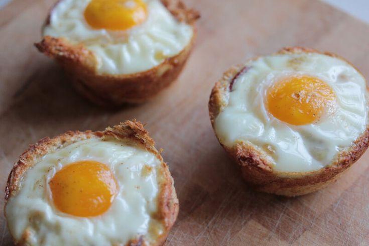Schinken-Ei-Muffins aus Toast in einer Muffinform backen