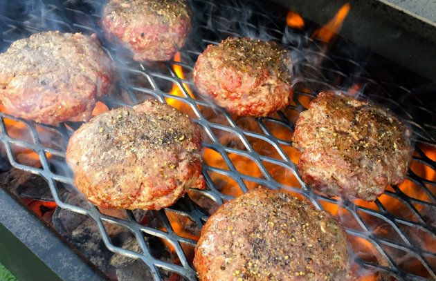 10 Steps to the Perfect Burger by Steven Raichlen