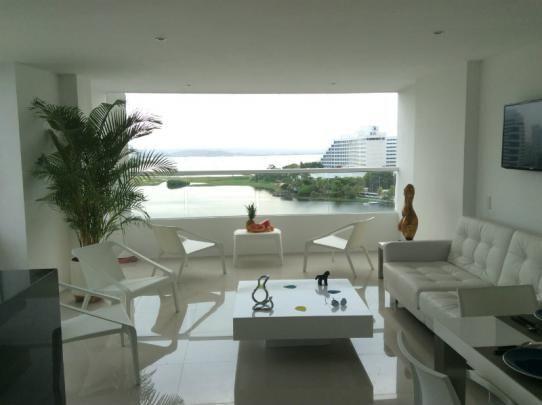 Hermoso apartamento ubicado en el sector del Laguito en Cartagena de Indias, a una cuadra de la playa, en la zona turística de la ciudad.  Elegante y acogedor para una estancia tranquila y cómoda.