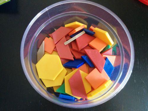 Formas Geométricas  Este bote con 250 formas geométricas de 6 tipos (hexágonos, rombos estrechos, rombos normales, cuadrados, triángulos y trapecios) lo adquirimos para hacer un trabajo en el cole, Pablo tiene 4 años y están aprendiendo las formas geométricas, el caso es que ha resultado ser un gran recurso lúdico.