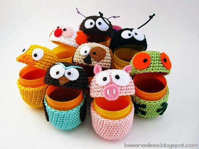 Muñeco Amigurumi con Cápsulas de Huevos Kinder - Patrón Gratis en Español aquí: http://crochetadas.blogspot.com.es/2013/09/diy-tutorial-del-lunes.html