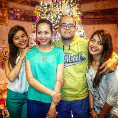 This is the Miles Ocampo, Julia Montes, Direk Badjie Mortiz, and Jane Oineza smiling for the camera during the Reunion and Christmas Party of the original cast and alumni of Goin' Bulilit at Direk Edgar Mortiz's house in Quezon City last December 2014. Indeed, they are another of my favourite Kapamilyas, Star Magic talents, and Goin' Bulilit alumni. #MilesOcampo #JuliaMontes #JaneOineza #GoinBulilit #GoinBulilitGraduates