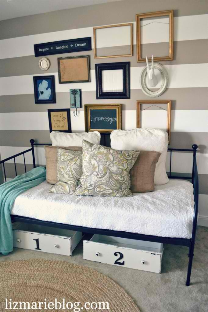 Love the striped wall