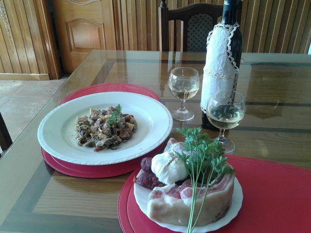 Turismo Rural: Revuelto de setas con beicon, chorizo, ajo y huevo...