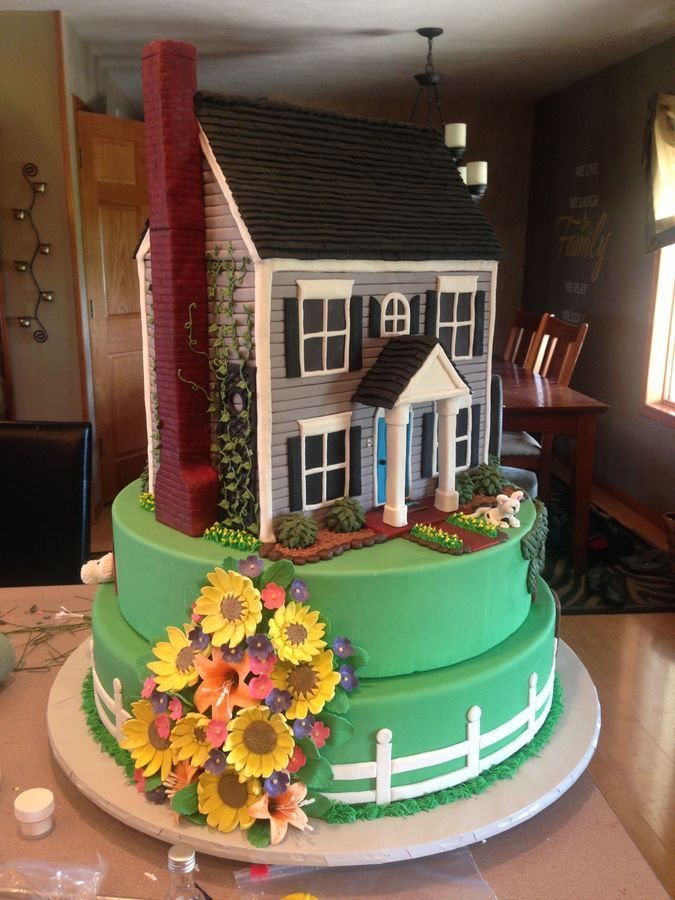 New house cake! I love making house cakes, never thought of doing a tiered house cake!