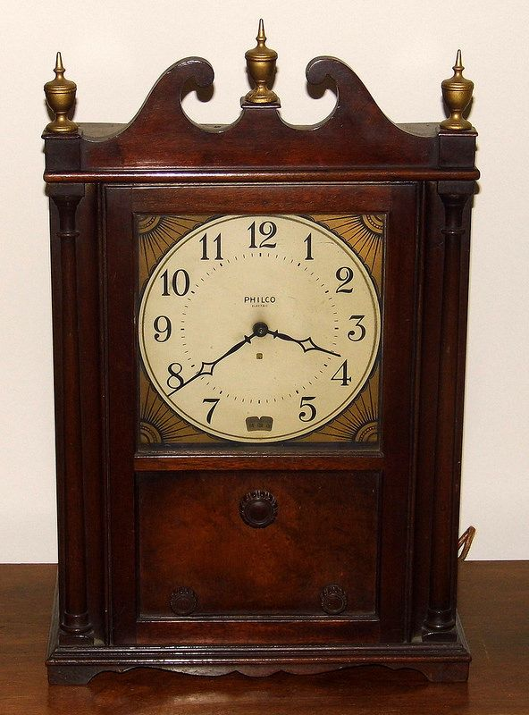 Vintage Philco Colonial Clock Radio, Model 551, Broadcast ...