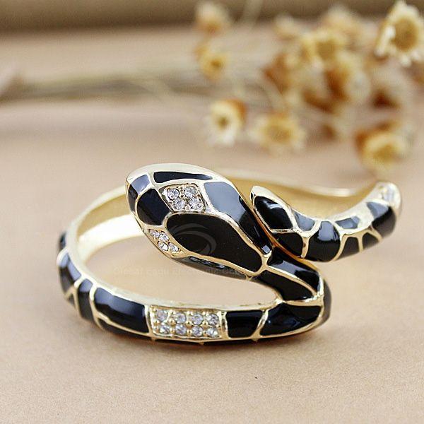 Hermosa pulsera con forma de serpiente. $5.990 + gastos de envío. Envios a todo Chile vía Chilexpress.