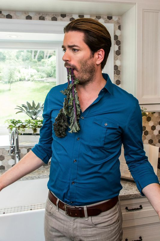 does mrsilverscott have something stuck in his teeth i can 39 t tell behind the scenes. Black Bedroom Furniture Sets. Home Design Ideas