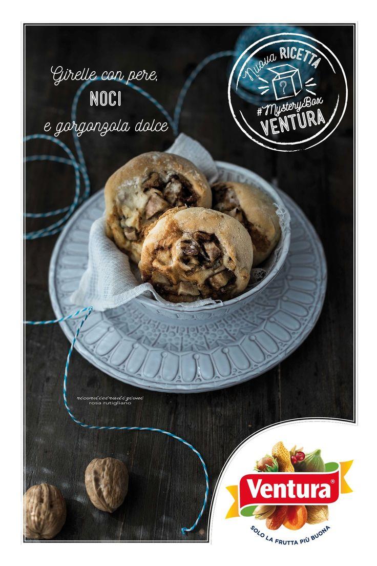 E' sempre il momento perfetto per delle girelle con pere, noci e gorgonzola dolce, non siete d'accordo?  Ringraziamo Ros del food blog Ricordi e Tradizioni per aver condiviso questa sfiziosa ricetta con le noci Ventura Emoticon smile www.ricordietradizioni.com/2016/03/girelle-con-pere-noci-e-gorgonzola-dolce.html #MysteryBox #VenturaTopBlogger