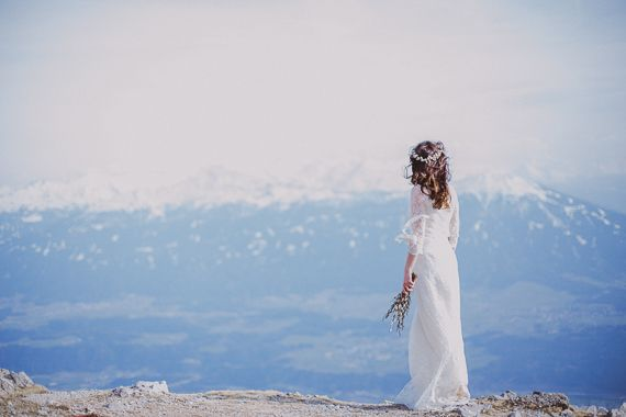 Breathtaking snowy wedding photos in the Alps | Nina & Thomas  See more on Love4Wed  http://www.love4wed.com/breathtaking-snowy-wedding-photos-in-the-alps/  Photography by Roland Faistenberger   http://www.faistenberger.com/en/