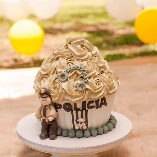 #policia #BigCupcake #CakeSmash #SmashTheCake #KelliHomeniuk #MarciaRubick #Curitiba #Ideias #Externo #marrom #menino #PoliciaMilitar #Curitiba #guardinha #prisioneiro #Algema #Diferente