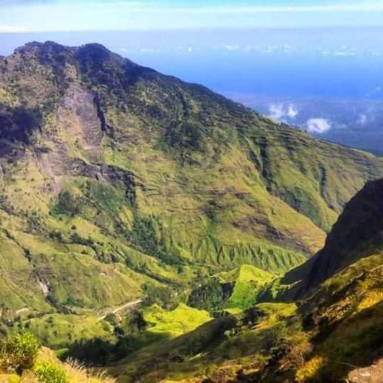"""Traveling to Lombok -> Wonderful vacation in Lombok by visiting the greatest mount Rinjani.  View point from Pelawangan Sembalun """" Campi Site """" 2640m.  #mujitrekkertrip #mujitrekker #traveling #travellust #backpacking #hiking #trekking #camping #mountaineering #campsite #bestvacations #mtrinjani #wanderlust #wanderer #lombokisland #sembaluvillage"""
