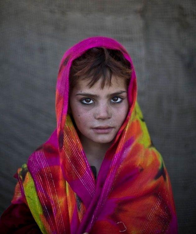 Impresionantes Retratos de Niños Afganos Refugiados en Islamabad | FuriaMag | Arts Magazine