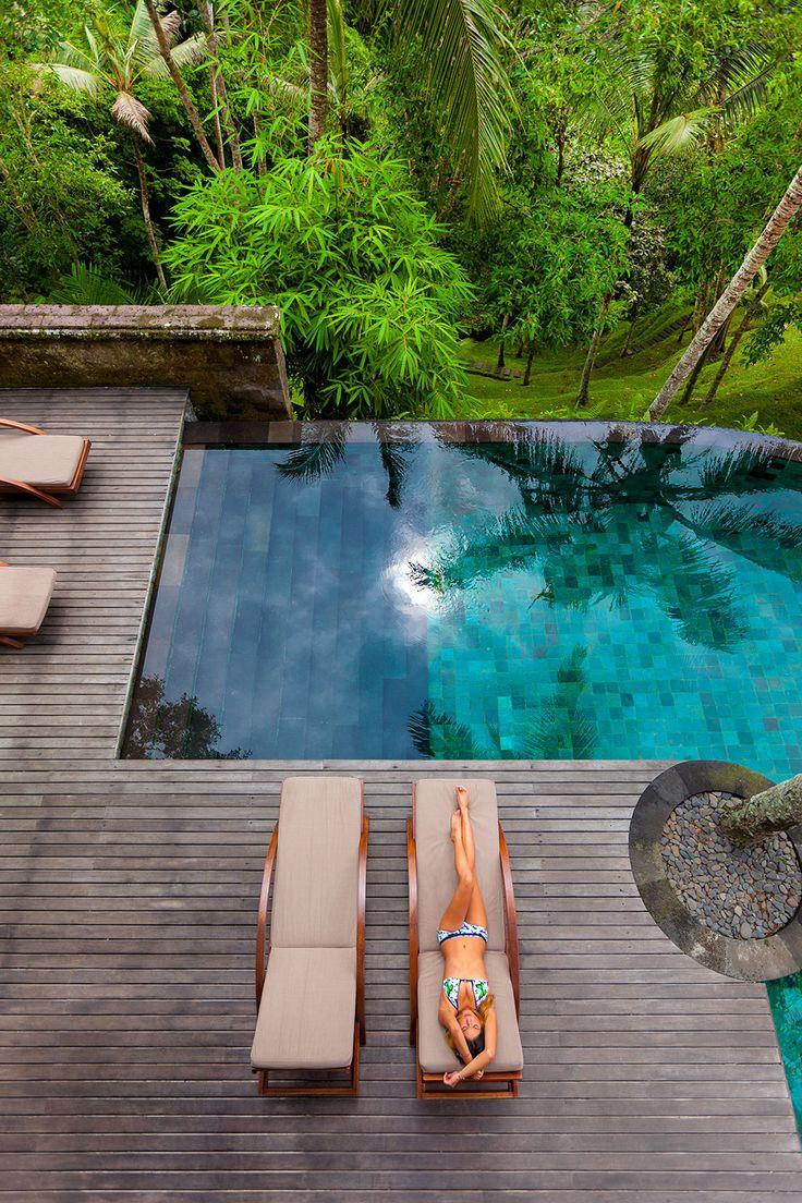 Casa con piscina en mitad de la selva