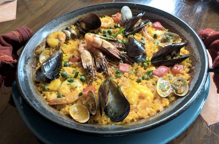 Паэлья с курицей и морепродуктами - Anews