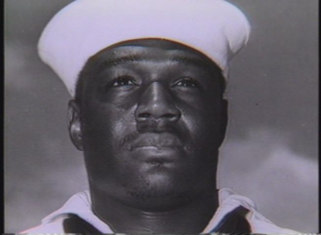 Dorie Miller (1919-1943) was the 1st national Black hero during WWII & was honored with the Navy Cross. A Navy messman 1st class on the battleship Arizona at Pearl Harbor when the Japanese attacked on 12/7/1941, he shot down 4 Japanese planes. As a messman, Miller hadn't been trained in the use of a weapon. Miller was among the crew of the carrier Liscome Bay when it sank at sea after a torpedo struck it on 11/24/1943 #BlackHistory #blackexcellence #BlackHistoryEveryMonth #BlackHistoryRocks